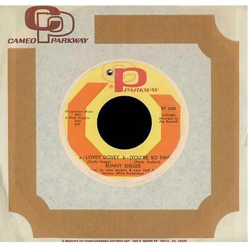 "Bunny Sigler Lovey Dovey / You're So Fine 7"" vinyl single (7 inch record) US BNX07LO406129"