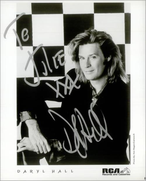Daryl Hall Signed Publicity Photograph photograph UK DRLPHSI531134