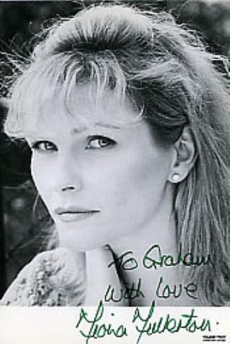 Fiona Fullerton Autographed Publicity Photocard photograph UK FF1PHAU283135
