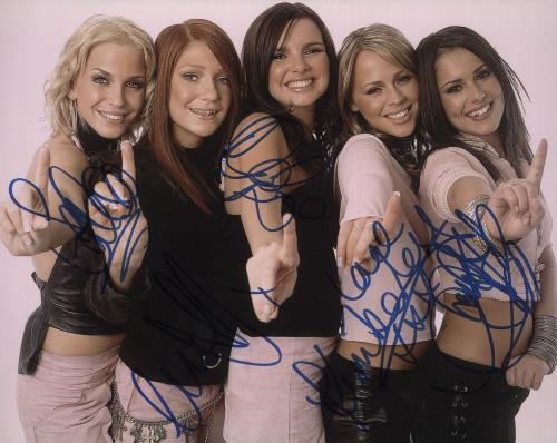 Girls Aloud Fully Autographed Photograph memorabilia UK GLUMMFU739285