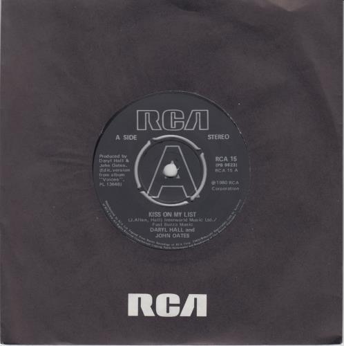 "Hall & Oates Kiss On My List 7"" vinyl single (7 inch record) UK HNO07KI610668"