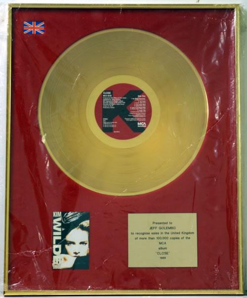 Kim Wilde Close - Gold award disc UK WILAWCL608914