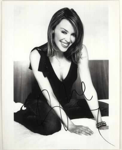 Kylie Minogue Signed Photograph photograph UK KYLPHSI717686