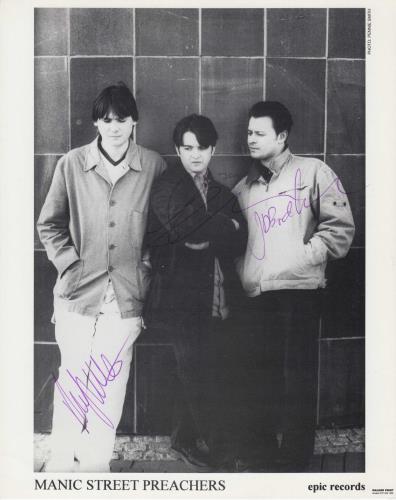 Manic Street Preachers Publicity Photograph - Autographed photograph UK MASPHPU273053
