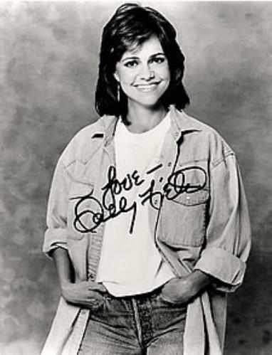 Sally Field Autographed Publicity Photograph photograph US SF2PHAU260641
