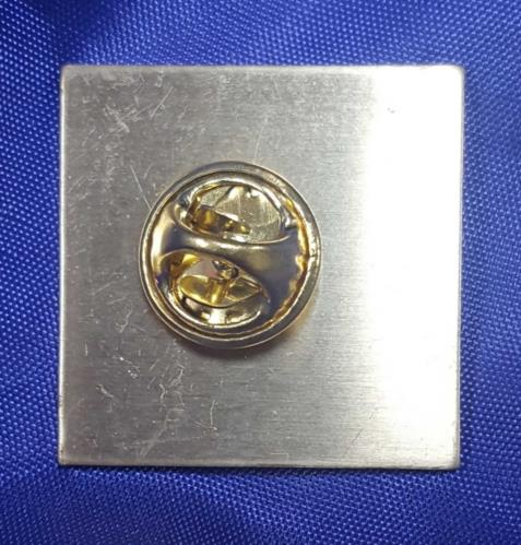 The Beatles 1 One badge UK BTLBGON700116