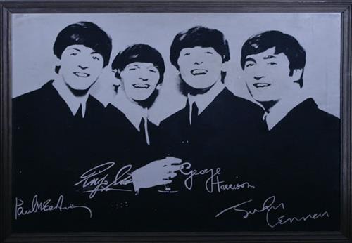 The Beatles Beatles Mirror With Facsimile Autographs memorabilia UK BTLMMBE526702